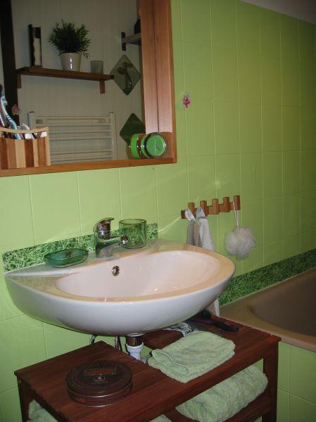 place simon r nov de la salle de bain. Black Bedroom Furniture Sets. Home Design Ideas